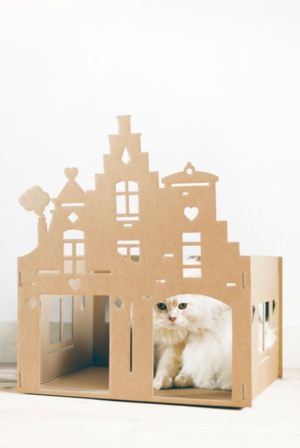 Nieuw van KEK Amsterdam: XL Kattenpandje van karton - Warehouse http://www.kekamsterdam.nl/   24,94 pounds