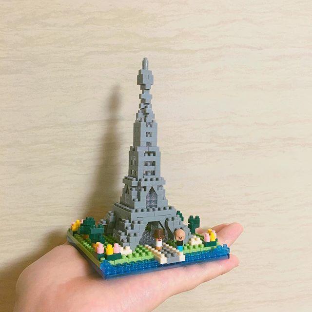 160603_ 야밤에 축구하러 가신 동안 나는 에펠탑을 쌓았당  다음주에는 런던탑을 지어야지 훗 #나노블럭 #에펠탑 #nanoblock  #eiffeltower #혼자놀기
