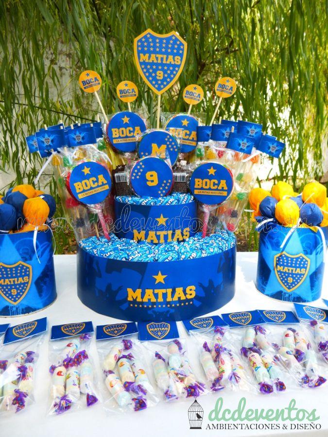 Candy bar temático de Boca para Matías: Torta de golosinas + Bouquet de chupetines + pastillas personalizadas + velita temática