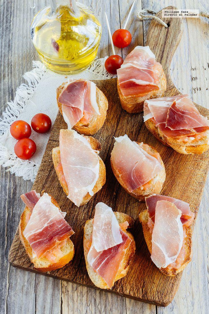 Receta del pan tomate con jamón serrano. Receta con fotografías del paso a paso y recomendaciones de degustación. Recetas de botanas. Tapas españolas
