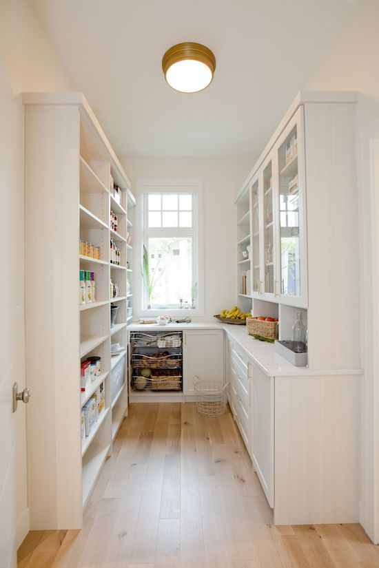 For those of us lucky enough to have a big pantry, styling it to look presentable can be pretty daunting! Today, I'm touring this year's PNE Prize Home pantry and sharing a few styling tips…