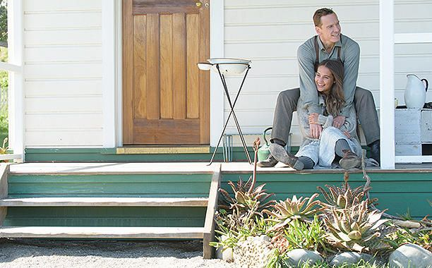 NEW STILL♢Michael Fassbender and Alicia Vikander in The Light Between Oceans |