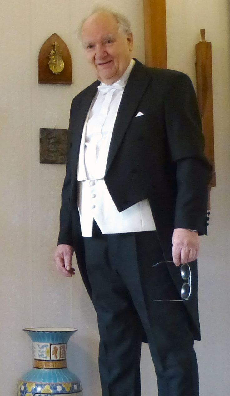 T4L Review - Made to Measure Tailcoat in Fabric Radford + Special Wedding Waistcoat in Fabric Frankston Configure your own at http://www.tailor4less.com/en/men/custom-tail-coat/