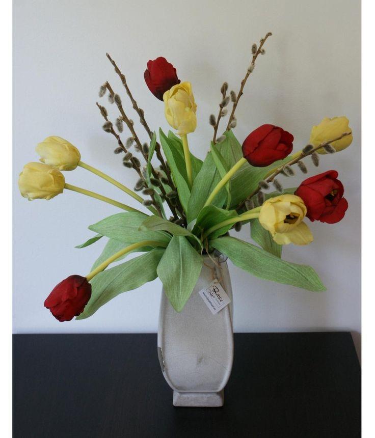 Lalele rosii si galbene #aranjament #flori #artificiale #floriartificiale #decoratiuni #cadou #unicat #lalea #lalele #realtouch #rosu #galben #plante #naturale #uscate #vaza #gri #antichizat #infrumusetare #casa #birou #flowerstagram www.beatrixart.ro