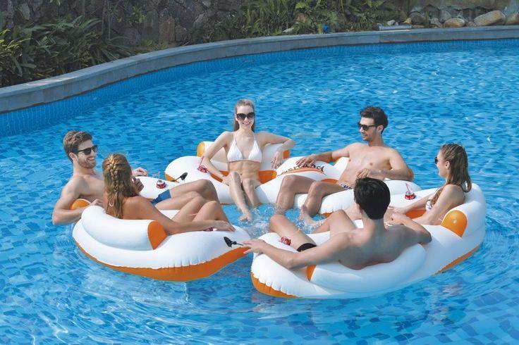 Prenez l'apéritif estival dans votre piscine avec ce fauteuil gonflable 2 places équipé de porte-gobelet pour un bon moment au frais.