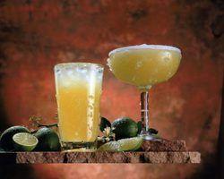 Use tumblers or daiquiri glasses in your margarita gift basket.