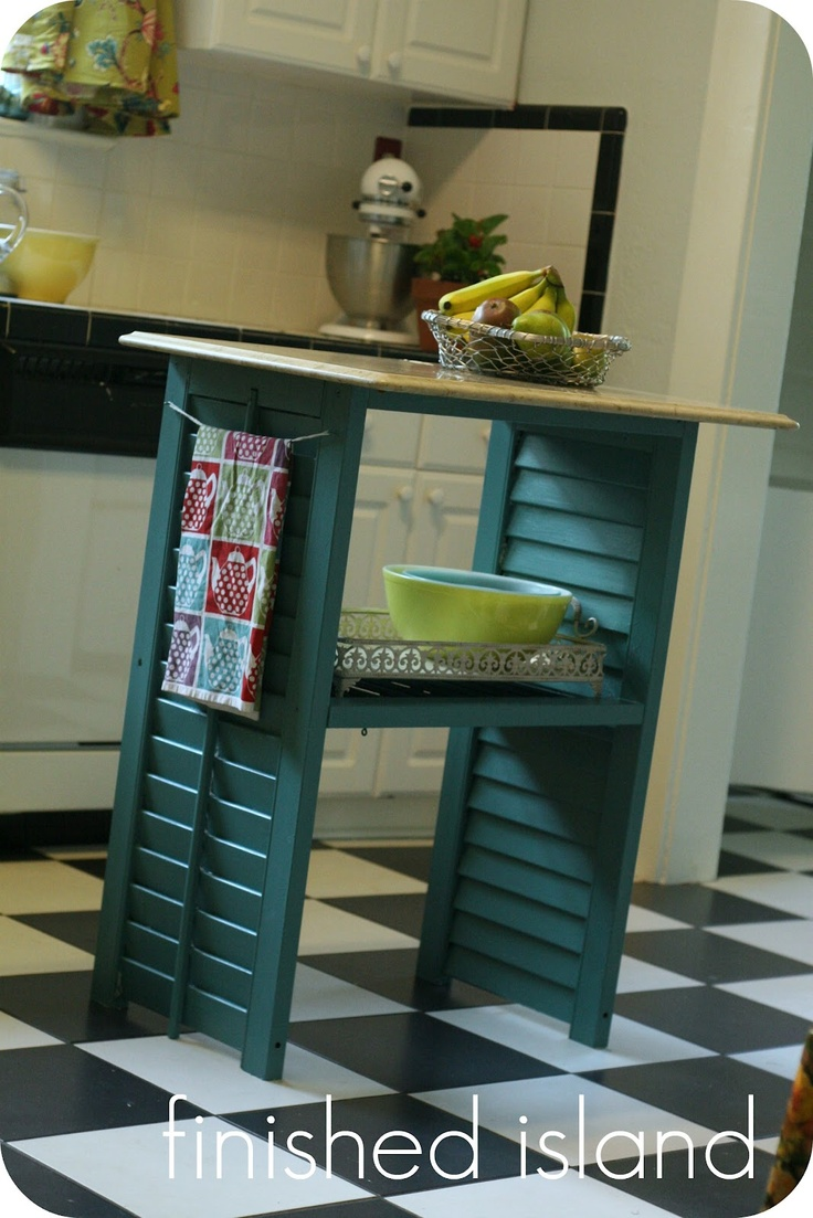 Use shutters to make furniture.Ideas, Old Shutters, Thrift Stores Crafts, Side Tables, Minis Kitchens, Small Kitchens, Kitchens Islands, Kitchen Islands, Windows Shutters