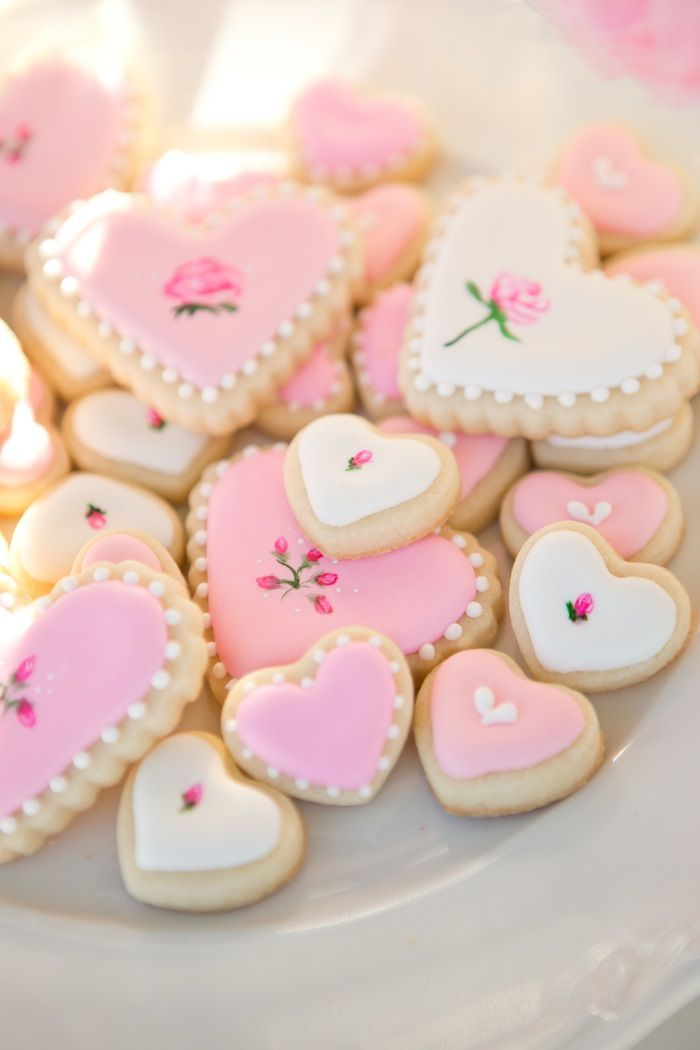 Pink heart Shabby Chic cookies.