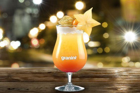 Ganz gleich, ob am Strand oder in den eigenen vier Wänden: Wodka, Pfirsich, Ananas und Cranberry machen den Sex on the Beach zu einem fruchtigen, herb-süßen Geschmackserlebnis. #Cocktails #beach #summer #Holiday #Juice #fruity
