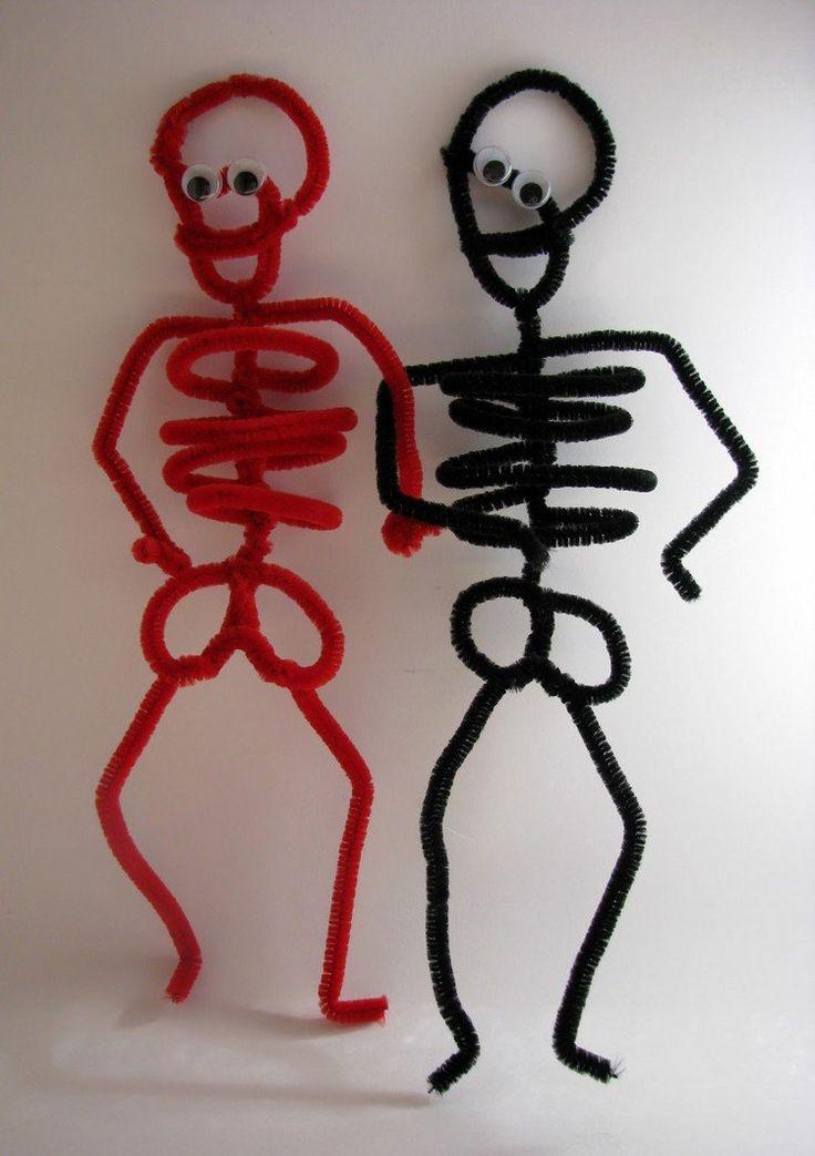 Skelette aus Pfeifenreiniger zu Halloween basteln                                                                                                                                                                                 Mehr
