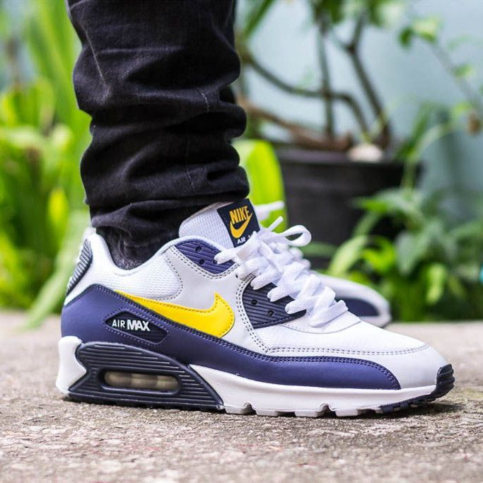 The Latest Street Style Outfits and Trends   Nike air max 90, Nike ...