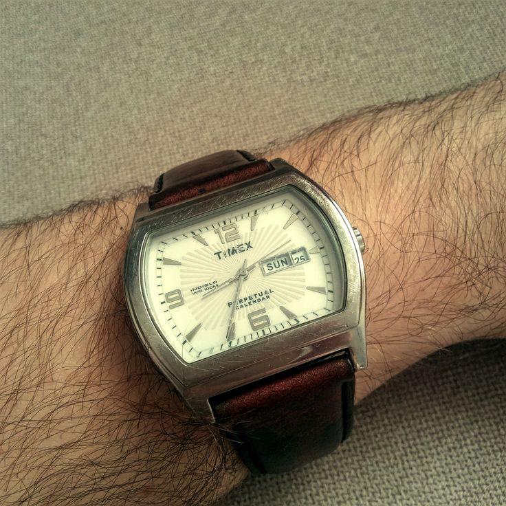 Zegarek Timex z paskiem z prawdziwej skóry. / Timex watch with genuine leather strap.