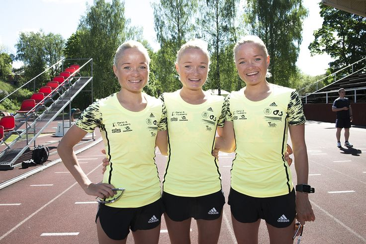 Estonie - Les triplettes marathoniennes Leila, Liina et Lily Luik posent dans leur ville d'origine, à Tartu
