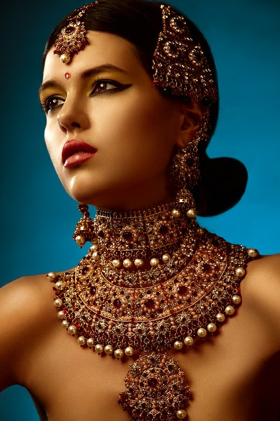 http://indiainablog.tumblr.com/image/33642552829 http://www.pinterest.com/fatimabridal/bridal-jewelry/