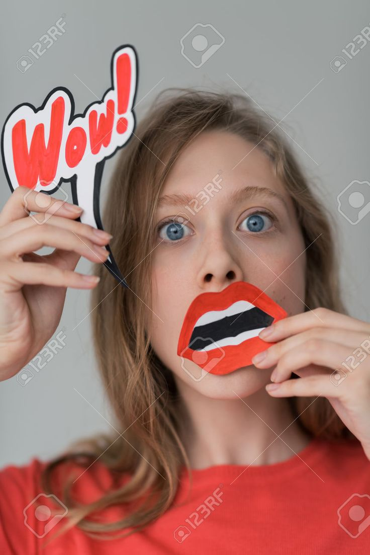 40943290-Beautiful-girl-wondering-and-surprised-portrait-holding-fake-paper-mouth-and-wow-sign-Stock-Photo.jpg (867×1300)