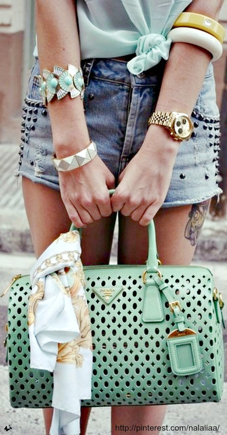 #cheapclan.com ,Love the jewelry  ..really all of it.    Street style - Prada bag <3 na http://www.cheapclan.dynamicdns.org.uk