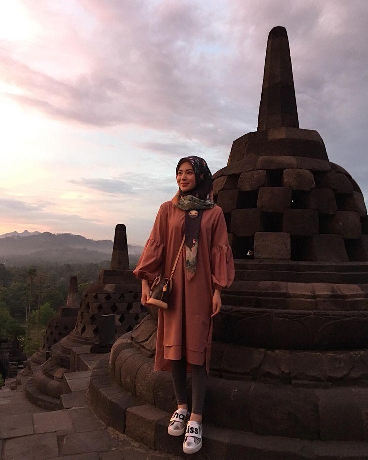 "79rb Suka, 1,341 Komentar - Ayana Jihye Moon (@xolovelyayana) di Instagram: ""Hi, Borobudur! I'm here. 책에서만 봤던 보로부두르. 사랑하는 사람들과 멋진 뷰를 보고 있으니 엄마가 생각난다. 족자도 내일이면 안녕. 다시 일하러 가야지.…"""