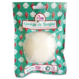 L'éponge Konjac.  Un de mes coups de cœur! Les Japonaises utilisent le konjac depuis 1500 ans pour exfolier le visage au quotidien, tandis que les Coréens la réservent à la toilette des bébés. Par son nettoyage en douceur, elle peut aider à calmer les poussées d'acné.  Son effet est surprenant, car elle combine l'efficacité d'un gant de gommage à la légèreté d'une fleur de bambou.