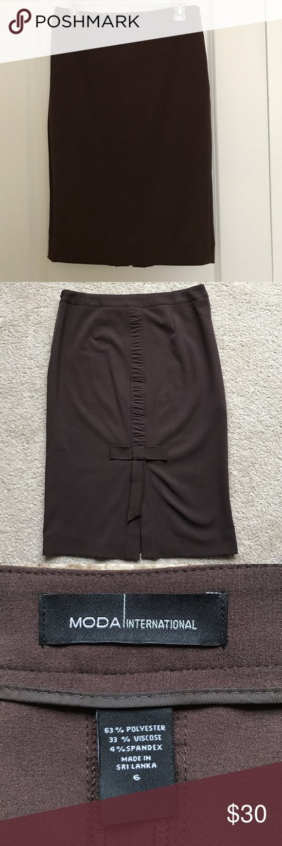 Brown pencil skirt with bow back detail NWOT Gorgeous skirt! Beautiful detail on the back Moda International Skirts Pencil