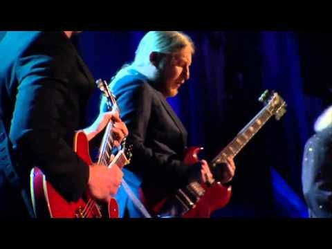 ▶ Joe Bonamassa, Dusty Hill, Derek Trucks and Billy Gibbons - Going Down (HD) - YouTube