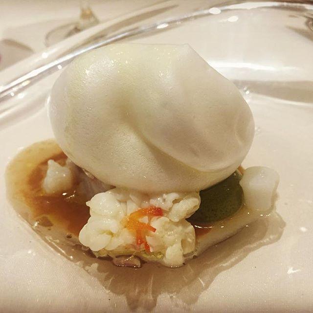 .. 🍽🇮🇹🍝🐟🐮 記念の日にはみなとみらいでディナーを。 ウミリアコース 🍽Secondo Piatto1(魚料理) 甘鯛のヴァポーレ 白いヴェールに包まれて .. ──────────────────── 🏠ristorante umiria 🍷⭐️⭐️⭐️⭐️☆ 💰JPY 10,000- ~ 19,999- 🌏Yokohama, Kanagawa, Japan🇯🇵 💻http://umiria.com/ ──────────────────── #dinner #lunch #cuisine #italianfood #italiancuisine #food #foods #meat #pasta #gourmet #夕飯 #ランチ #外食 #グルメ #肉 #イタリアン #🐮 #みなとみらい #横浜グルメ #yokohama #umiria #ウミリア #魚料理 #メイン #甘鯛