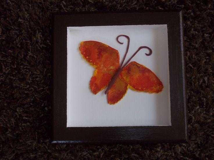 Mariposa en colores de otoño. Porcelana fría.