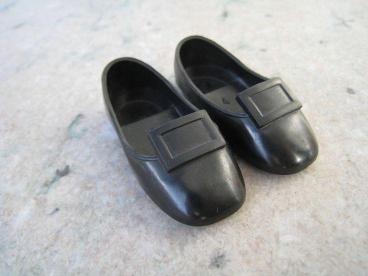 Rare paire de chaussures noires à boucle pour poupée Cathie/ Cathy de Bella
