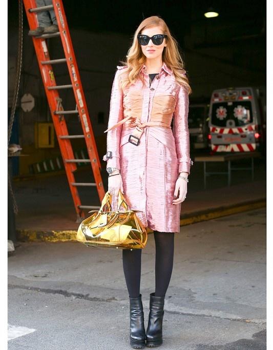 Street Style Fashion Week New York trench rose sac transparent