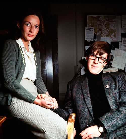 Lisa Dillon and Benedict Cumberbatch as Jane Wilde and Stephen Hawking in Hawking (2004)