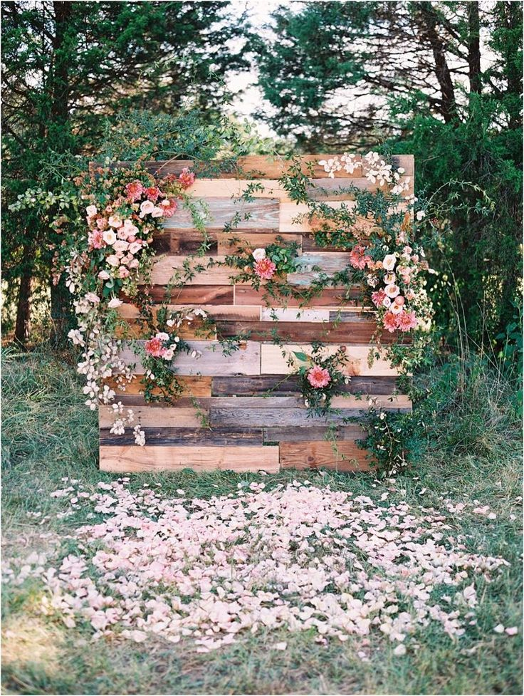 Lynchburg Virginia Magical Woodland Wedding as seen on Hill CIty Bride. I love this flower pallet wall, which was a collaboration between The Arrangement Company and Adam Mullins photographed by Adam Barnes Photography. It's lovely and unique as a wedding ceremony backdrop and focal point!
