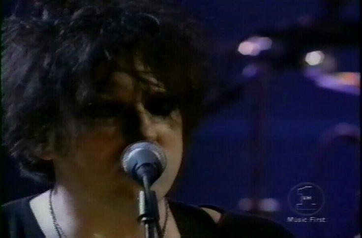 Robert Smith forever young and sexy 2000 ❤❤