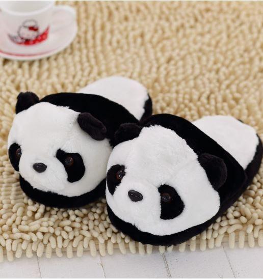 ¿Tienes algún familiar y/o amigo fan de las zapatillas de andar por casa bonitas? Estas inspiradas en un panda seguro que le encantan. #panda #kawai #zapatillas #bonito #regalos
