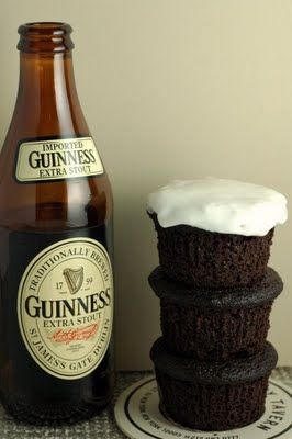 Guiness cupcakes!Guiness Cupcakes, Chocolate Cupcakes, Holiday Recipe, Cream Cheese, Guinness Chocolates, Chocolates Cupcakes, Guinness Cupcakes, Cupcakes Rosa-Choqu, Food Drinks