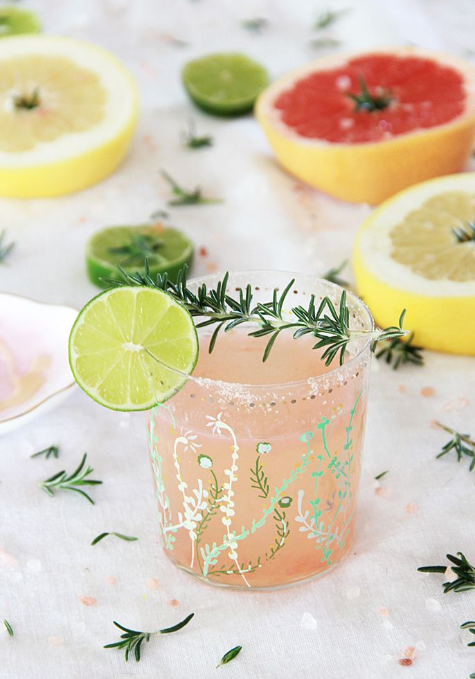 A Bubbly Life: Rosemary Infused Grapefruit Vodka Cocktail