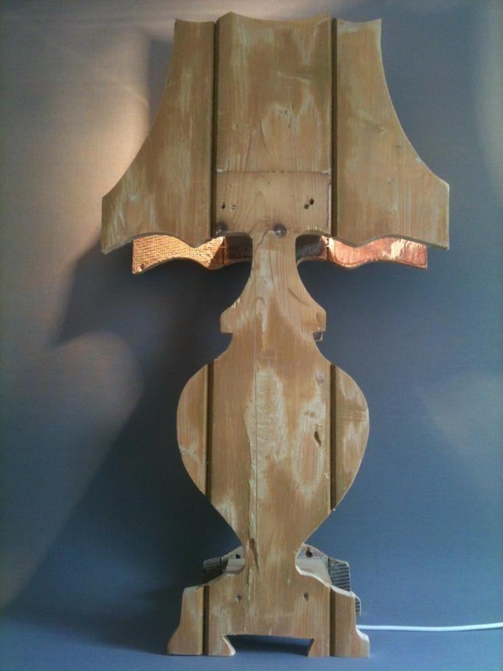 Lamp van sloophout.