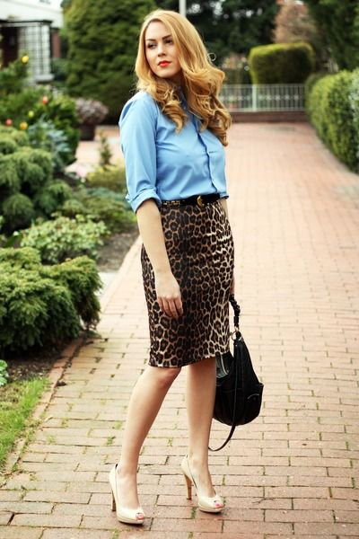 Leopard pencil skirt: Leopards Pencil Skirts Outfits, Street Style, Chambray Shirts, Denim Shirts, Pencil Skirts Dresses, Nude Heels, Animal Prints, Leopards Prints, Leopards Pencil Skirts Style