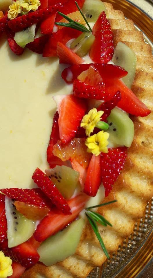Crostata morbida con crema al limone e frutta