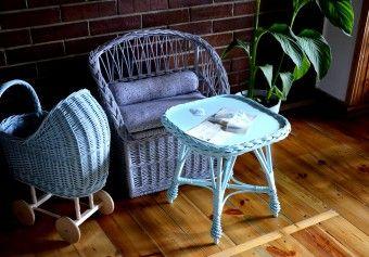 Proutěný stoleček