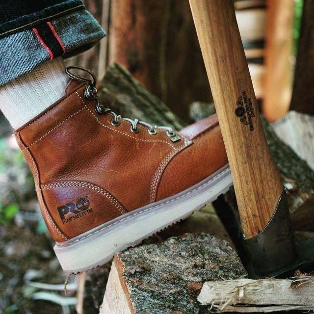 不慣れな林業系作業で地味にひやっとする事故続いてたので、今さらながら安全靴導入。漢のPROモデル!  got #TimberlandPRO safety toe boots for forestry work.