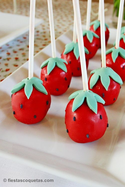 Pop cakes con forma de fresa