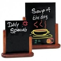 Sencillas pero efectivas, las pizarras Elegant se pueden usar sobre mesas o barras y son ideales para mostrar sus especialidades.