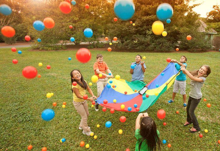 Aprovecha las próximas vacaciones para que tus hijos se diviertan en el jardín con diferentes actividades. No olvides tener los bricks de Choco Milk® listo para beber bien fríos.