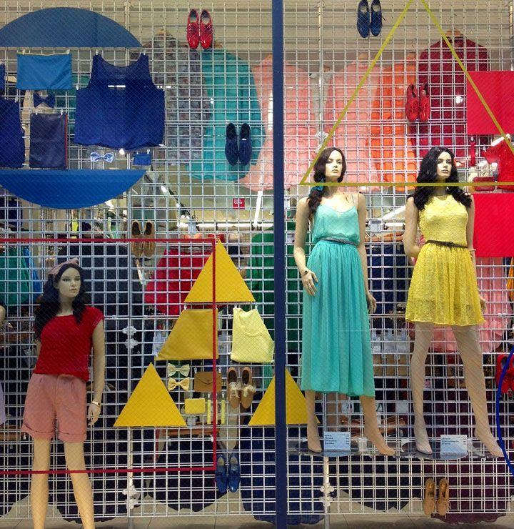 primario y 2 terciarios American Apparel windows Spring 2013 by Lena Shockley, Japan