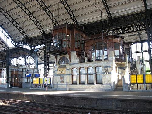 Bibliotheek op het Station, Haarlem. De eerste Stationsbibliotheek in Nederland en ver daarbuiten.  First library at a train station, in Haarlem, The Netherlands.  #TrainStationLibrary #Stationsbieb