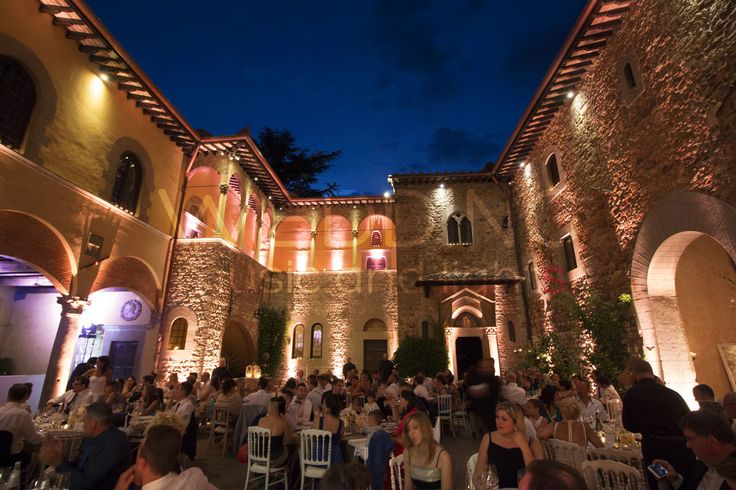 Castello Il Palagio - San Casciano Val di Pesa www.weddingmusicandlights.it We are based in Tuscany, Italy #stringlights #lightingdesign#lighting #music #tuscany #weddinginitaly #weddingintuscany #weddingtuscany #uplighting #castelloilpalagio