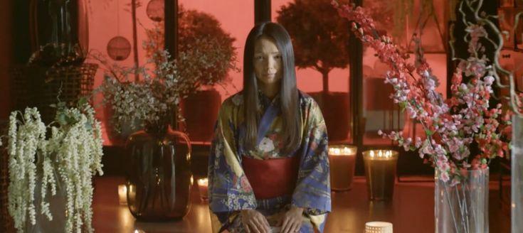 TV5 Monde Arigatō, c'est le récit émouvant d'un amour envolé. Un homme pleure la disparition de la femme qu'il a aimée. Découvrir les relations qui unissent les personnages (A1), s'interroger sur les rituels liés à l'amour et à la mort (B2).