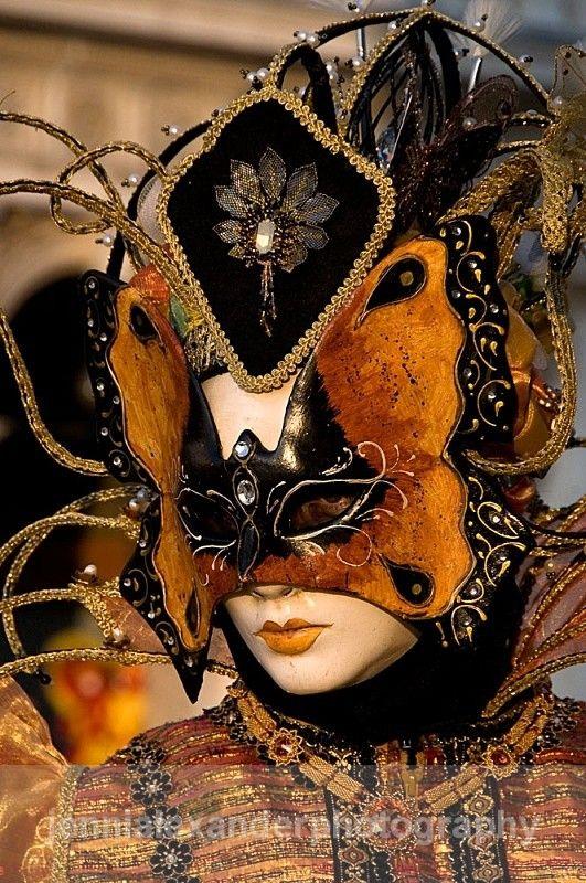 Pour retrouver le tableau VENITIAN CARNIVAL MASQUERADE de Norma Rivera…