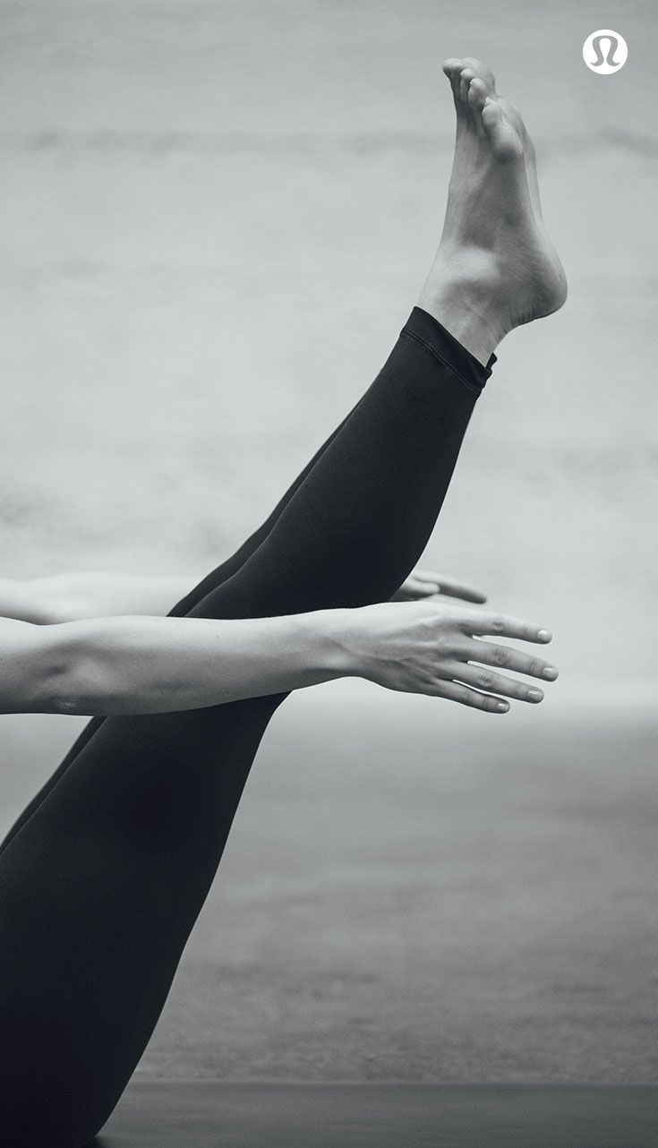 The Colour Edit: Black. All black lululemon bottoms for your practice.