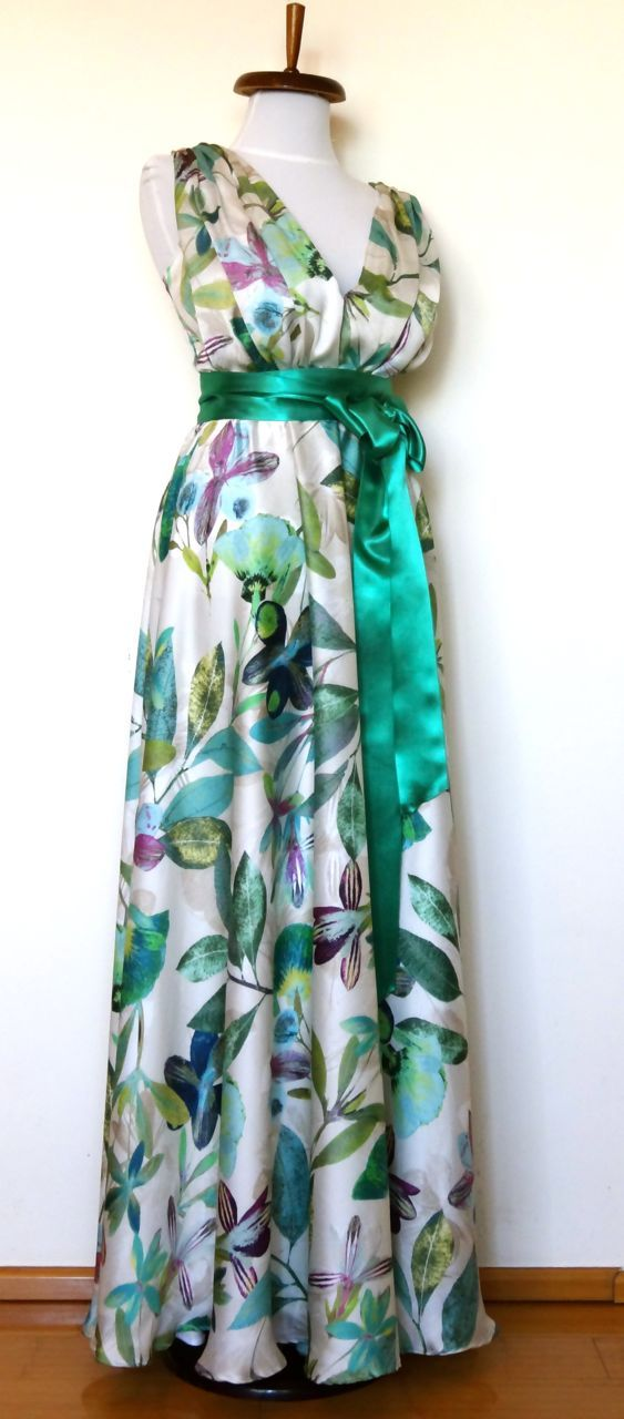Rochie de matase cu imprimeuri florale. Model #custommade #Noomi. www.noomi.ro