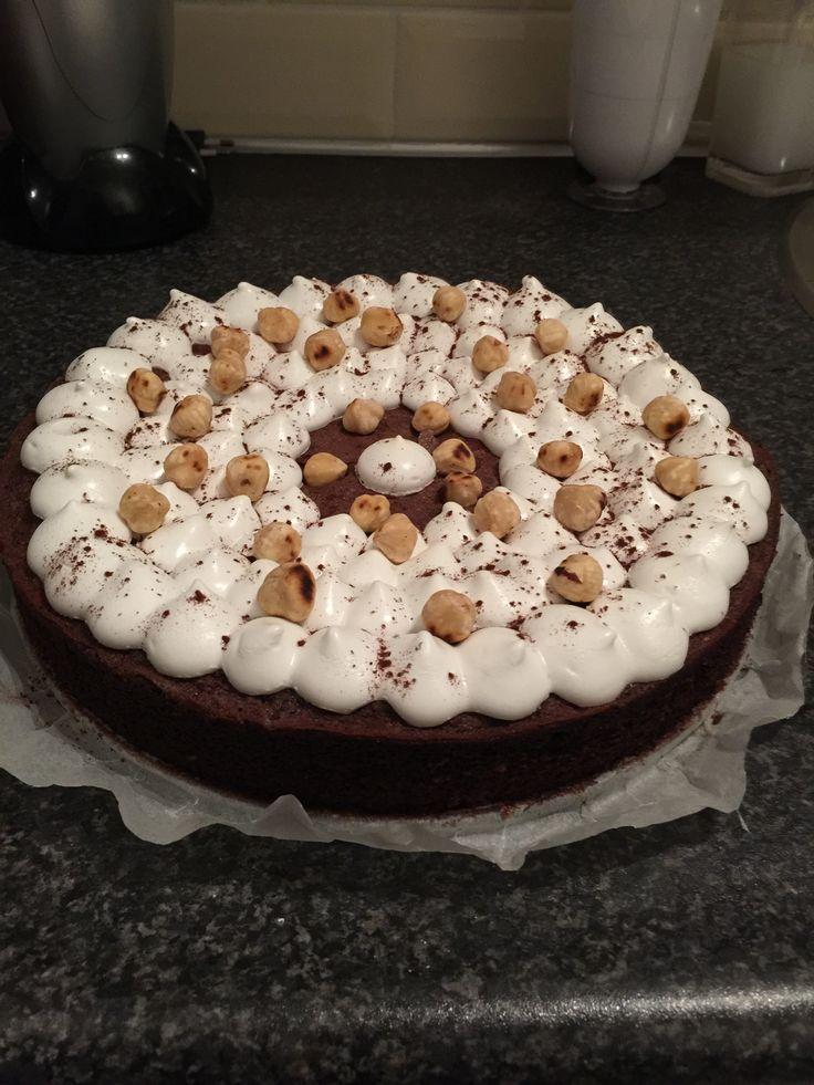 Hazelnoot chocolade taart met meringue